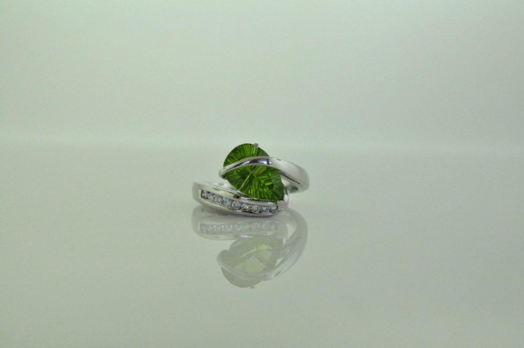 14k white gold peridot ring